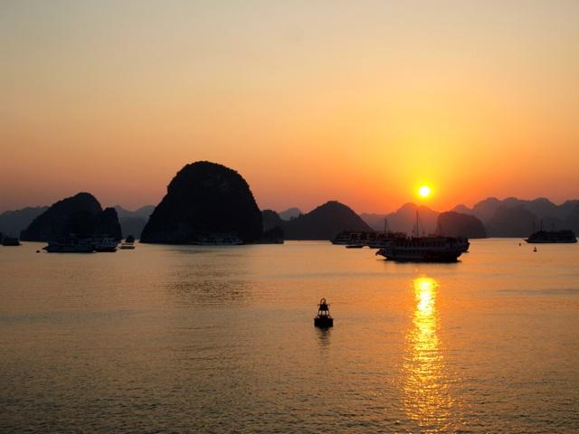 An Overnight Cruise on Ha Long Bay