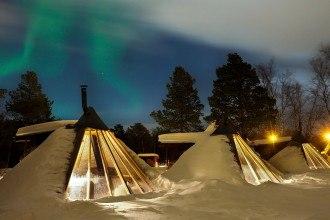 Holmen Husky Lodge Northern Lights