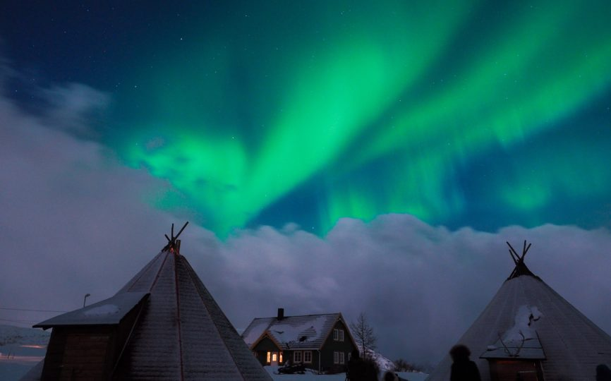 9 Lies (and One Truth) People Tell You About Seeing the Northern Lights